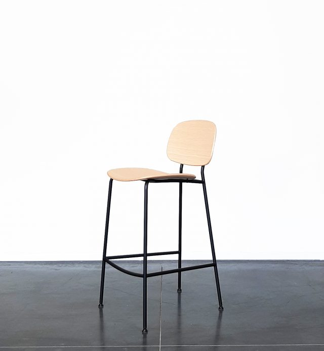 Evolution-hasselt-interieurwinkel-meubelen-design-krukken-stoelen-juno-keuken-stoel-hout-staal