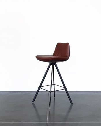 Evolution-hasselt-interieurwinkel-meubelen-design-barkruk-sheriff-leder