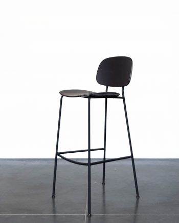 Evolution-hasselt-interieurwinkel-meubelen-design-krukken-stoel-zwart-juno-kruk