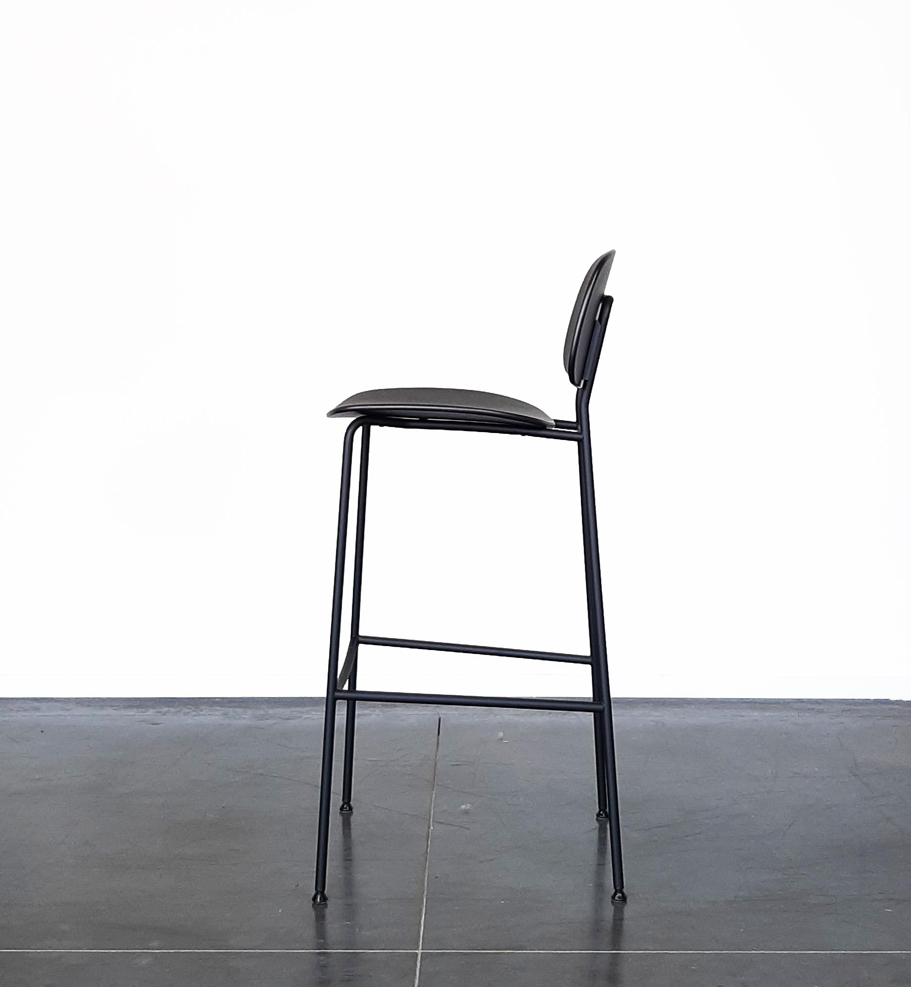 8 Zwarte Design Stoelen.Juno Krukken Van Evolution Design Krukken In Hout En Staal
