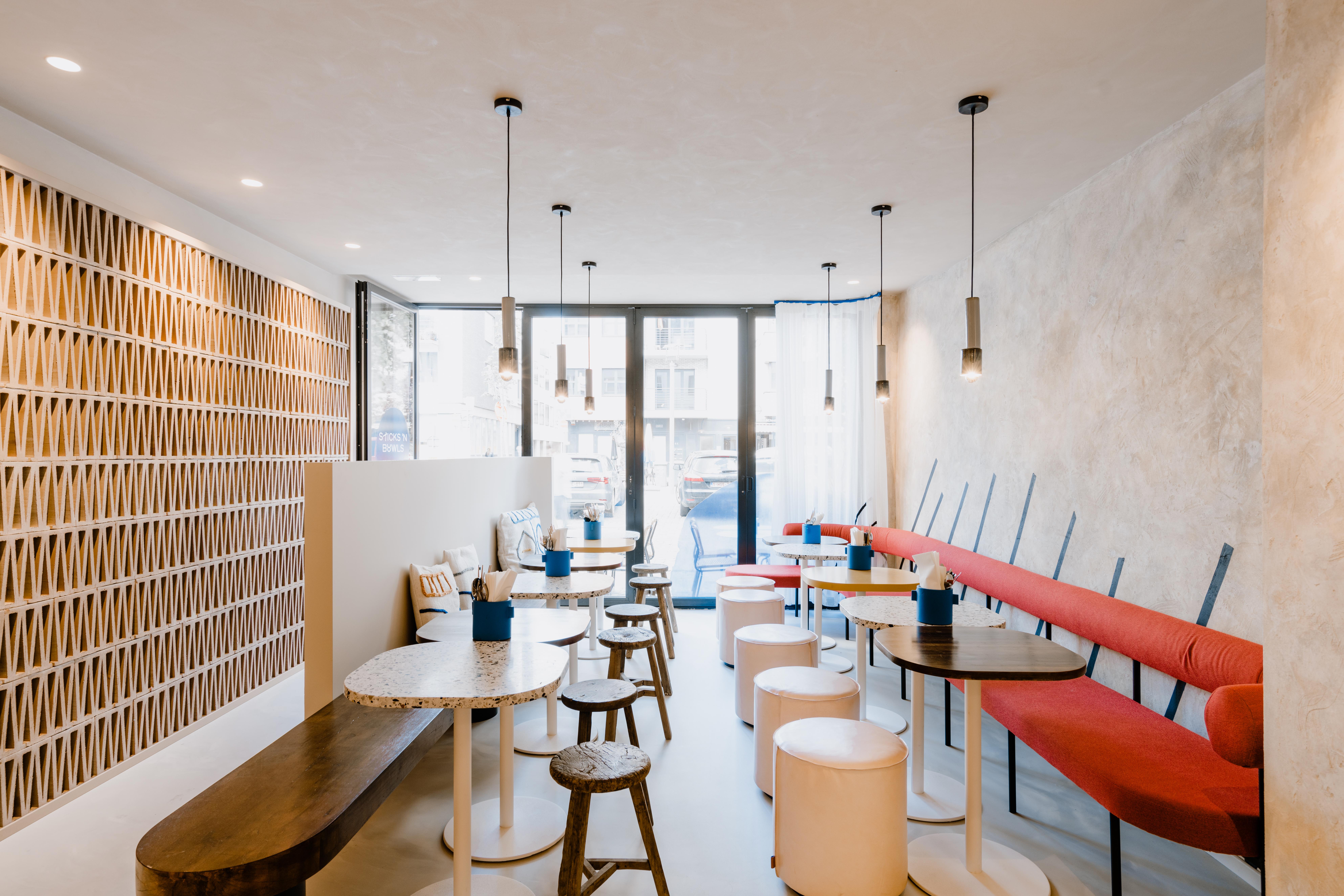 Evolution-interieurwinkel-totaalinrichtingen-projecten-restaurant-sticks-n-bowls-bedrijven-interieur-tafels-stoelen