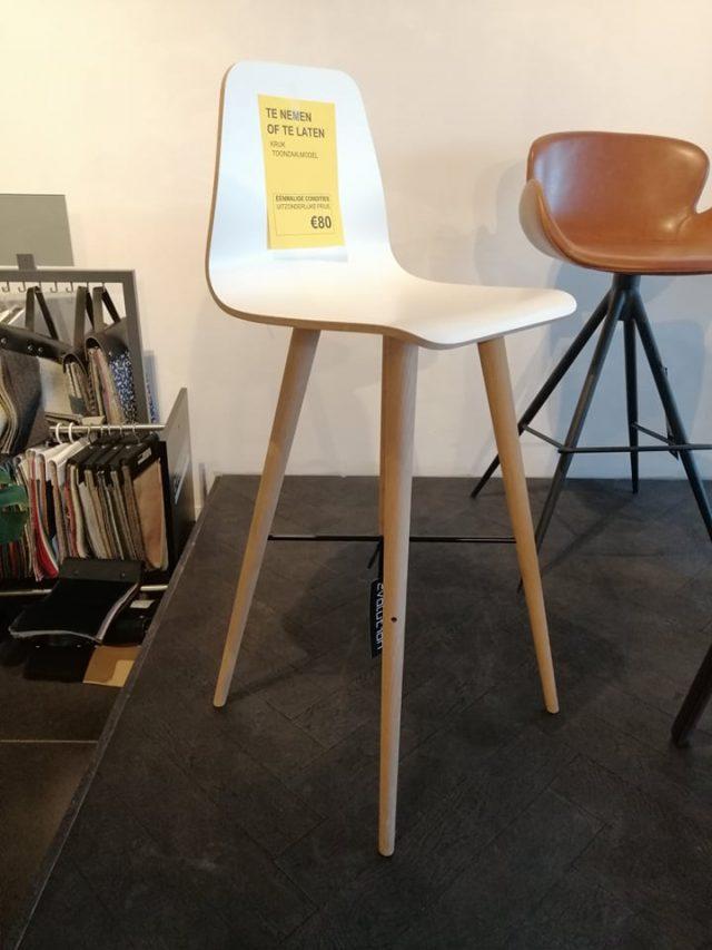 Evolution-hasselt-interieurwinkel-meubelen-design-outlet-beaver-kruk-bolia-hout