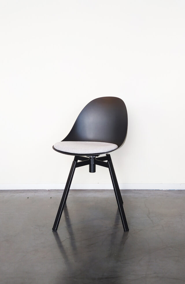 Evolution-hasselt-interieurwinkel-meubelen-design-stoelen-ohio-chair-zwart