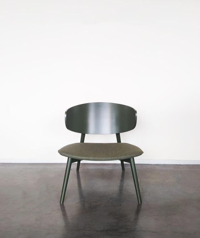Evolution-hasselt-interieurwinkel-meubels-design-stoelen-fauteuil-isola-groen-vooraanzicht