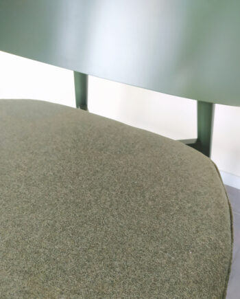 Evolution-hasselt-interieurwinkel-meubels-design-stoelen-fauteuil-isola-groen-detail