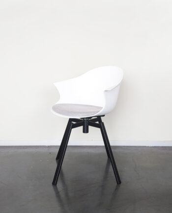 Evolution-hasselt-interieurwinkel-meubelen-design-stoelen-ohio-kuip-chair