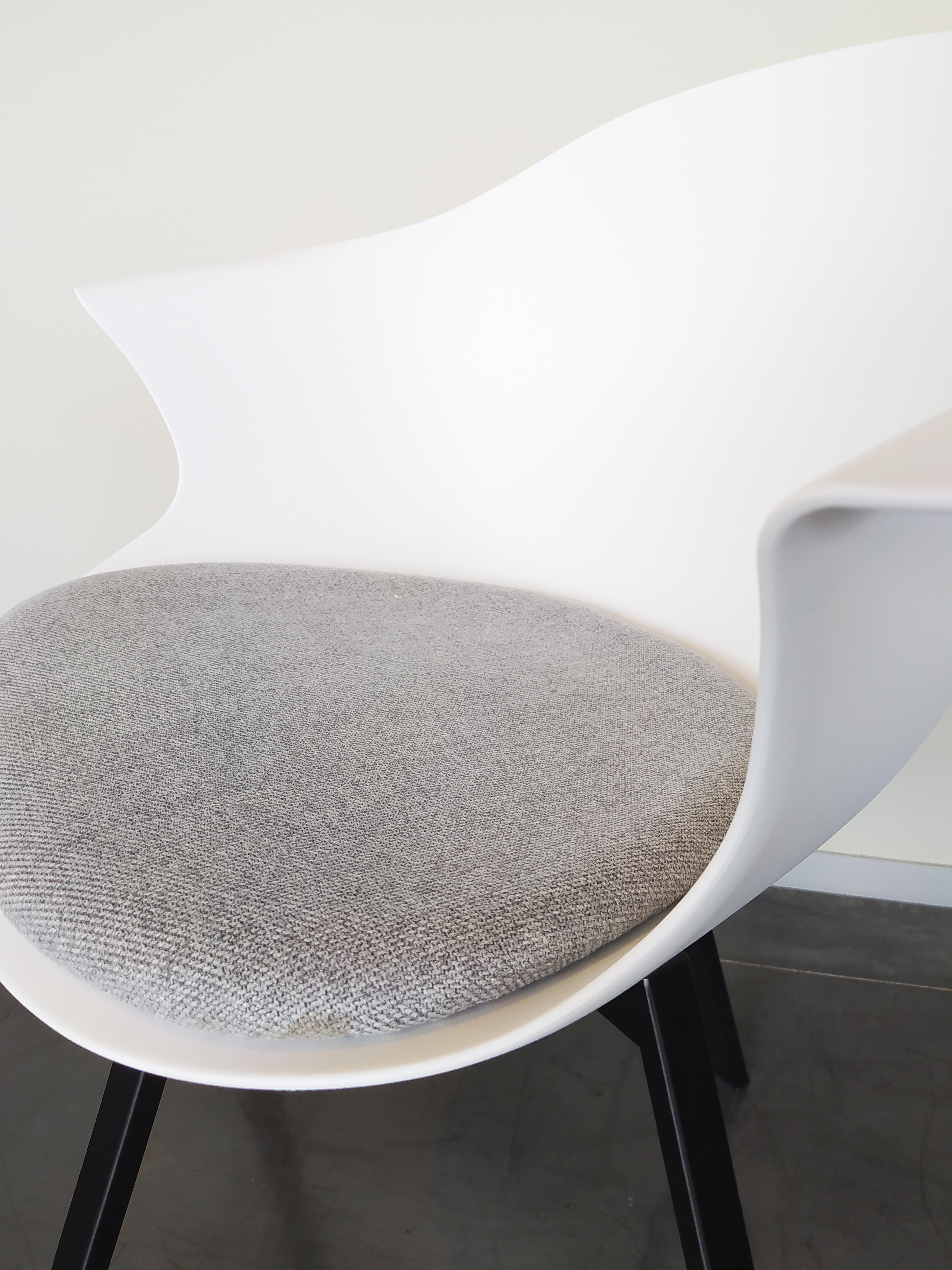 Evolution-hasselt-interieurwinkel-meubelen-design-stoelen-ohio-kuip-chair-detail-2