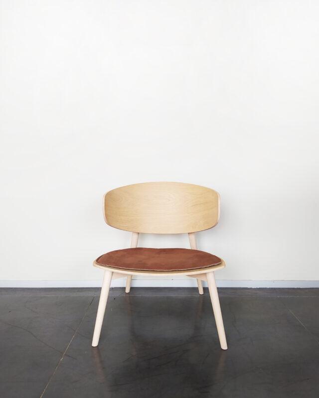 Evolution-hasselt-interieurwinkel-meubels-design-stoelen-fauteuil-isola-naturel-vooraanzicht