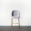 Evolution-hasselt-interieurwinkel-design-meubelen-krukken-scandinavisch-elliot-chair-velvet-vooraanzicht