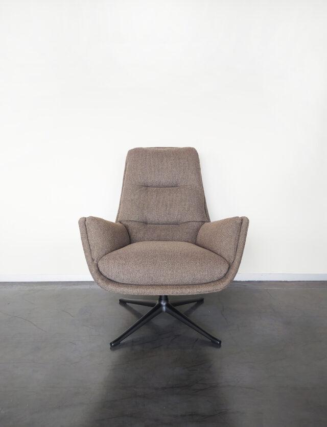 Evolution-hasselt-interieurwinkel-meubelen-design-stof-fauteuil-otto-vooraanzicht