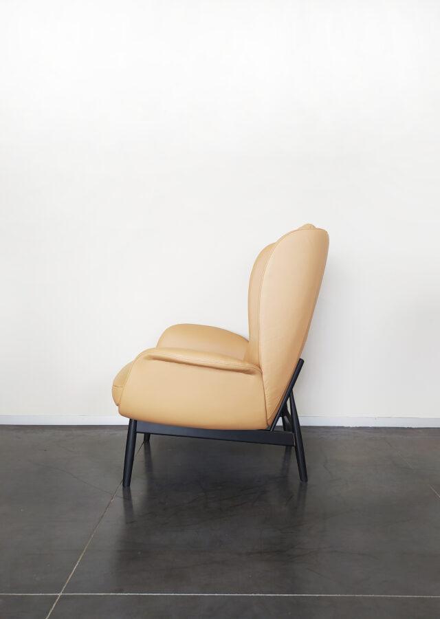 Evolution-hasselt-interieurwinkel-meubelen-design-fauteuils-jane-fauteuil-leder-zijaanzicht