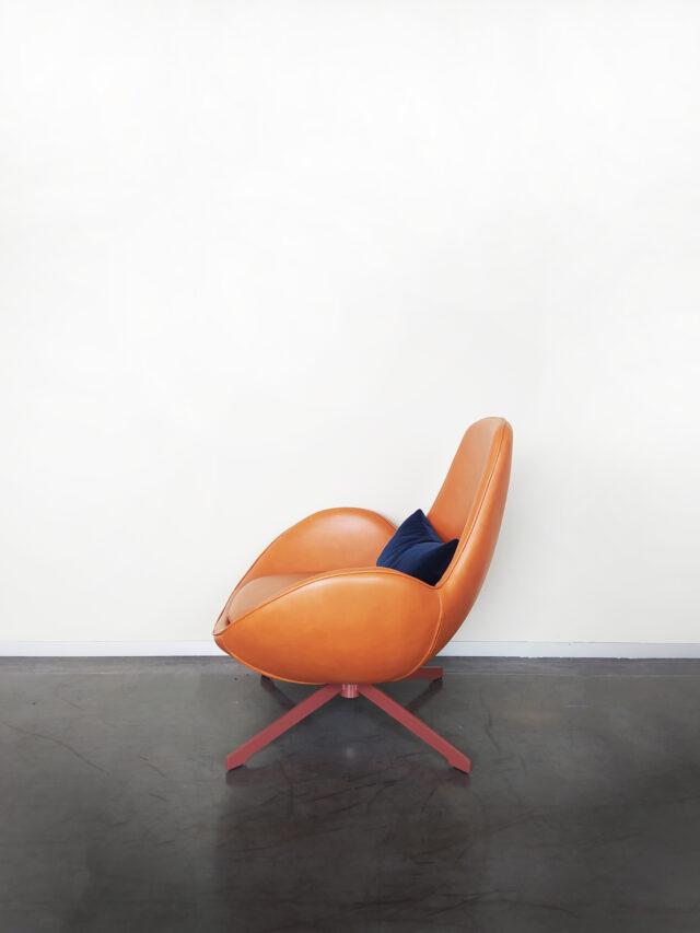 Evolution-hasselt-interieurwinkel-meubelen-design-leder-fauteuil-otto-zijaanzicht